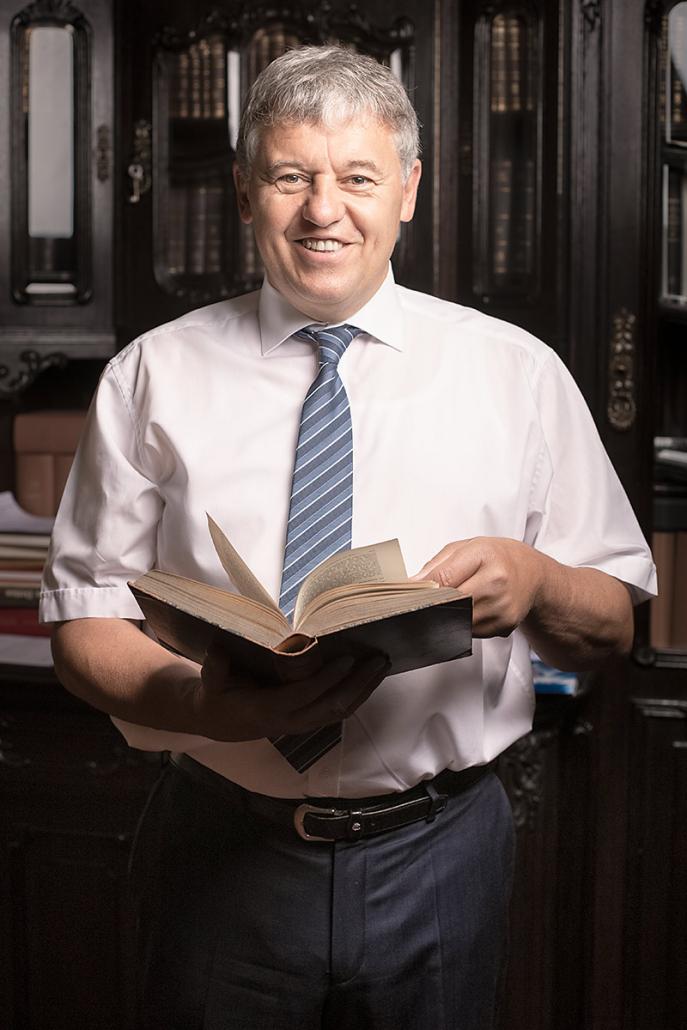 Dr. Manfred Laumann